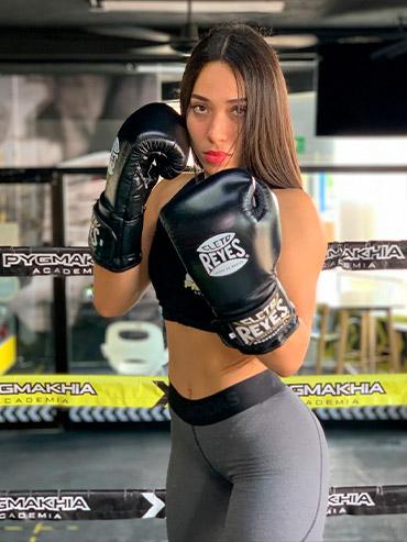 Entrenadora de Box Paola